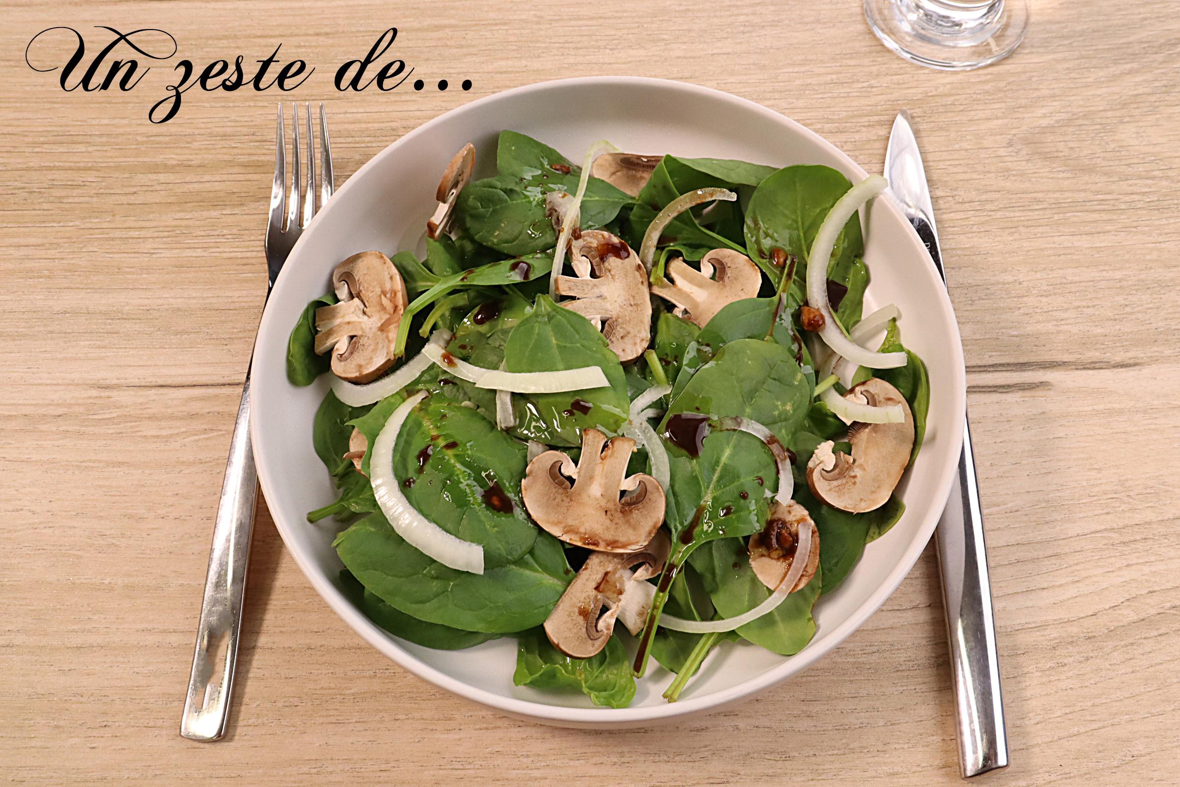 Salade d'épinards et champignons, sauce aux agrumes