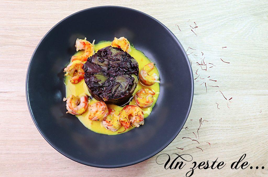Crevettes sauce safran, curcuma et riz noir aux poireaux